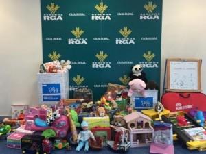 Seguros RGA recoge juguetes a favor Aldeas Infantiles dic 15