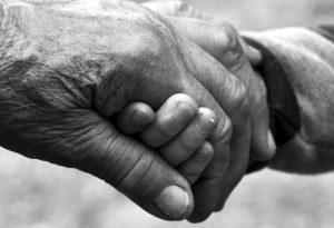 recurso abuelos manos bn Pixabay CCO oct 16