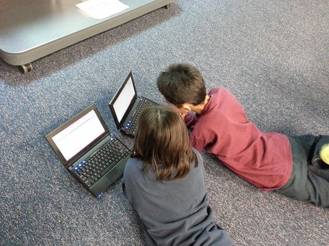 Active Seguros señala la importancia de educar en el uso de Internet