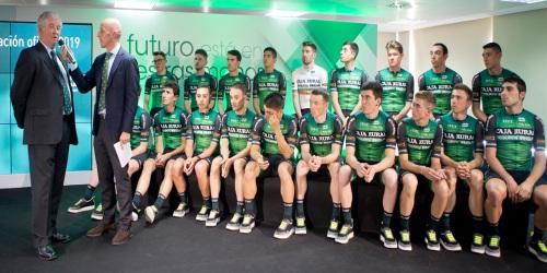 RGA se viste de gala para presentar al equipo ciclista que patrocina