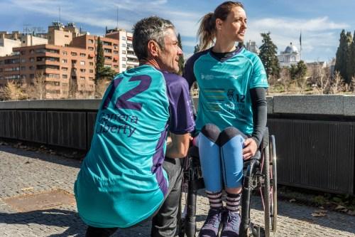 Martín Fiz y Eva Moral presentan la camiseta de la 12ª Carrera Liberty