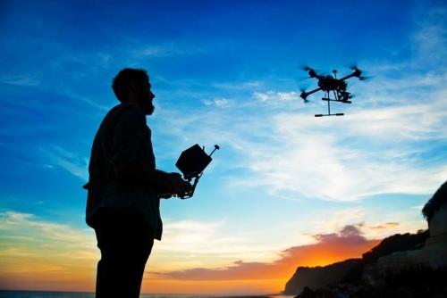 Cinco consejos para hacer volar drones de forma legal