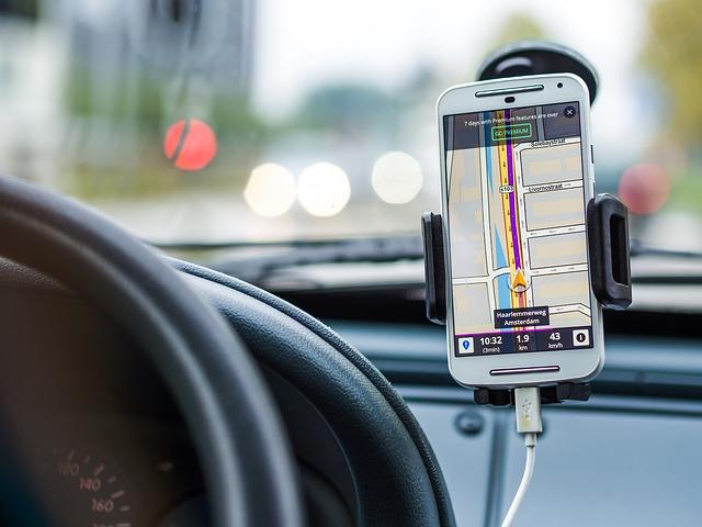 El uso del móvil, un peligro para los conductores europeos