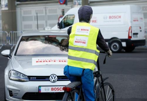Menos del 40% de los conductores que adelanta a un ciclista en ciudad recuerda haberlo visto