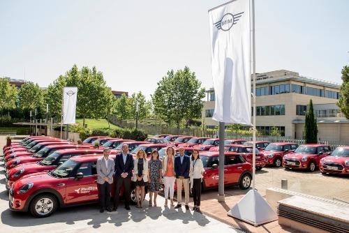Plus Ultra impulsa la labor comercial de sus agentes con la entrega de vehículos MINI