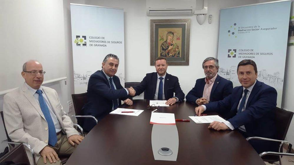Plus Ultra Seguros acuerdo Colegio de Granada noticias de seguros