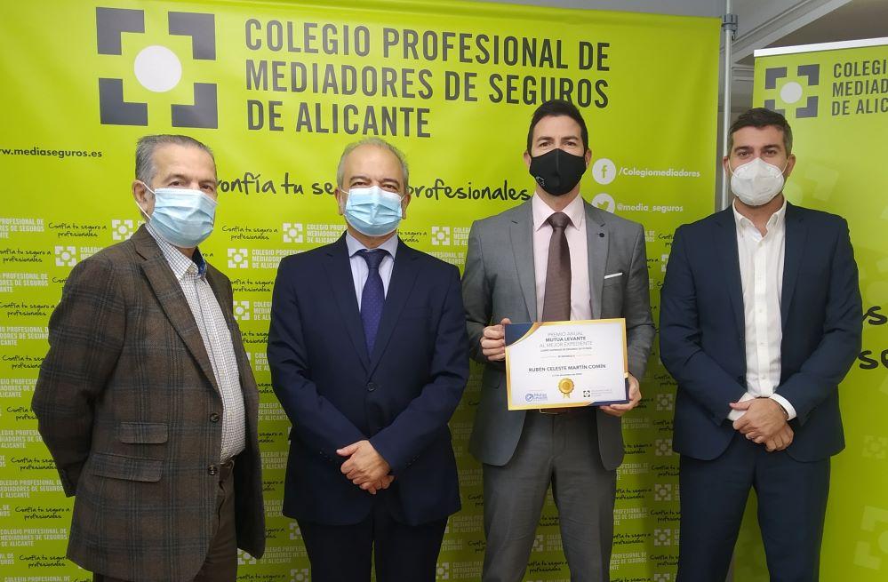 Colegio de alicante entrega el Premio Mutua Levante. Noticias de seguros.
