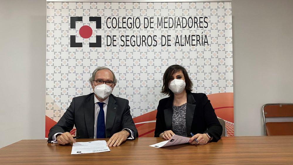 El Colegio de almería sella su acuerdo con AXA. Noticias de seguros