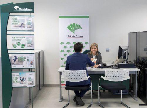 Unicaja Banco comercializa los seguros de empresa de Caser. Noticias de seguros