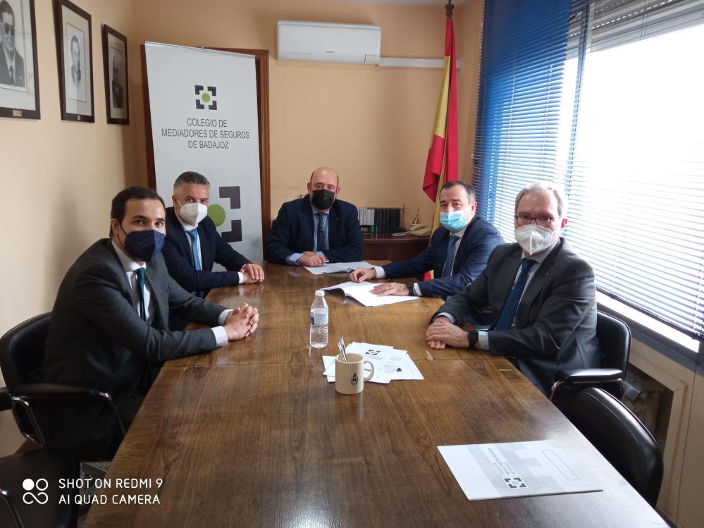AXA colaborará con el Colegio de Badajoz. Noticias de seguros