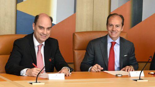 Firma del acuerdo entre Mapfre y Santander. Noticias de seguros