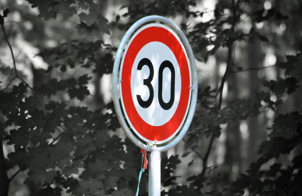 Cómo afecta la limitación de velocidad a los seguros. Noticias de seguros