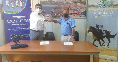 La Casa Club de la Real Sociedad de Carreras de Caballos de Sanlúcar ha acogido la firma del acuerdo de colaboración con Cohebu Seguros.