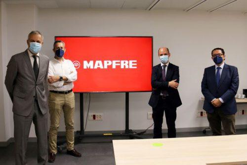 El Colegio de Valencia visita la sede territorial de Mapfre. Noticias de seguros.