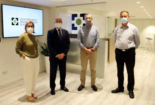 SegurCaixa Adeslas visita el Colegio de Valencia. Noticias de seguros.