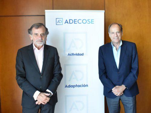 ADECOSE reconoce a Alfredo Arán (Mapfre) por sus años al servicio del seguro.