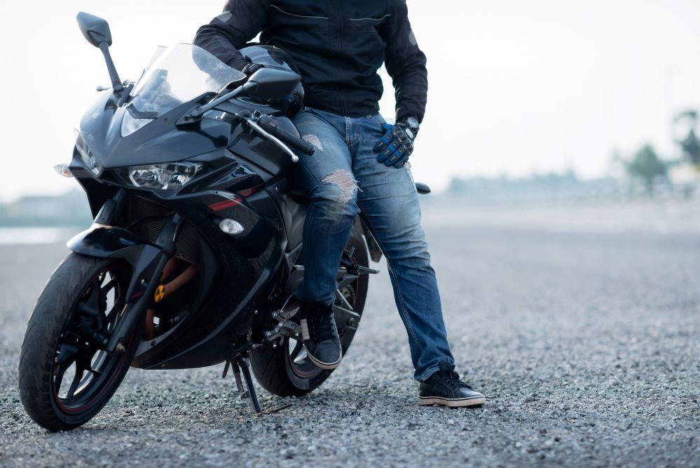 """Seis de cada diez moteros no saben qué """"papeles"""" tienen que llevar encima cuando conducen una moto."""