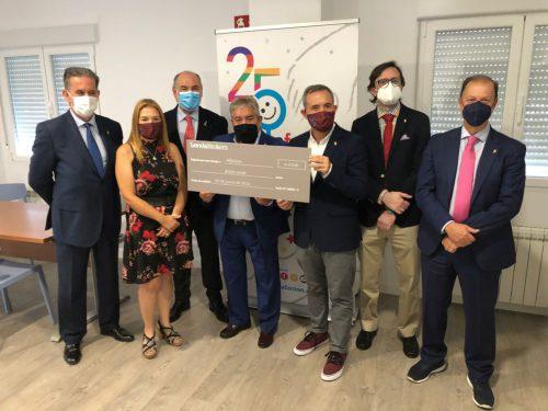 Senda Brokers entrega a Afanion una donación para ayudar a las familias con niños con cáncer.