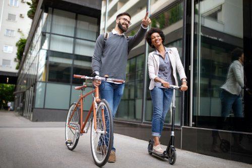 ¿Cuáles son los beneficios de circular en bicicleta o patinete eléctrico por tu ciudad?