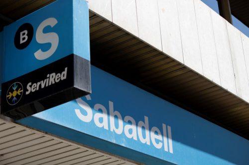Banco Sabadell, condenado por prácticas abusivas en la venta de seguros vinculados a hipotecas.