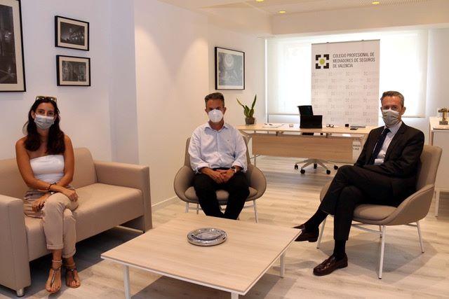 El presidente del Colegio de Valencia, Jorge Benítez, y Alejandra Somalo, mantuvieron el pasado jueves una reunión con Juan Bataller.