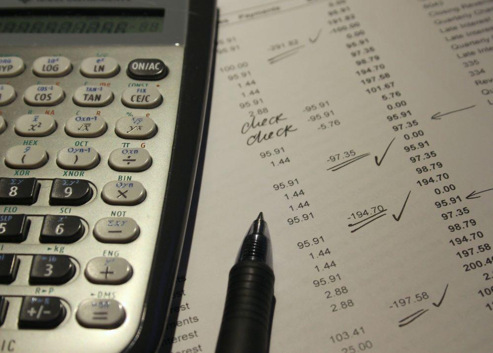 La venta de productos no relacionados con seguros obliga a los mediadores a darse de alta en el IAE y declarar el IVA.