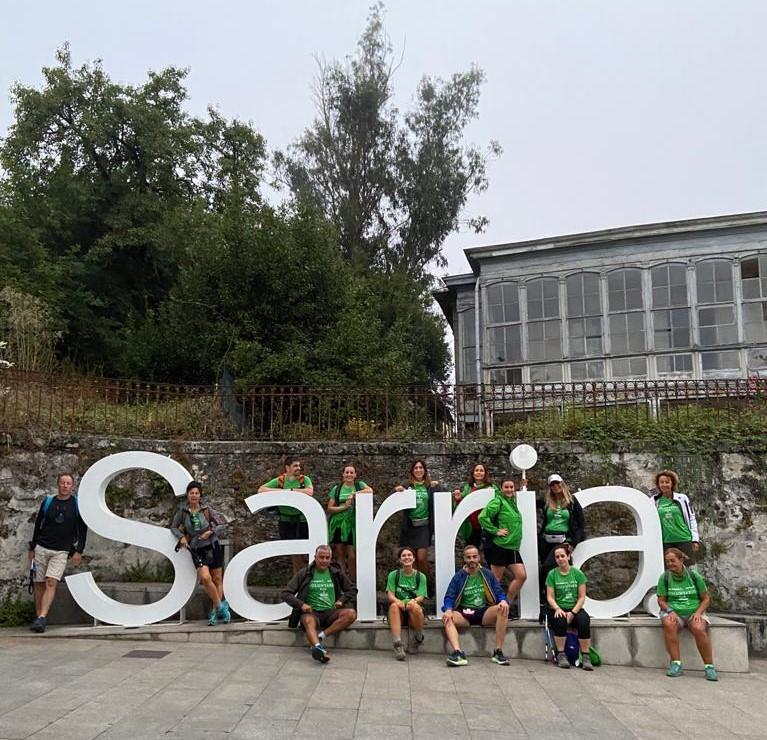 """Empleados de DKV recogen 210 litros de plásticos y residuos del Camino de Santiago gracias al proyecto """"Camina por el medioambiente""""."""