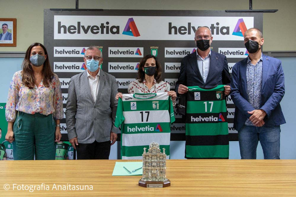 Helvetia Seguros y la S.C.D.R Anaitasuna renuevan su alianza de patrocinio, la más longeva del balonmano nacional, hasta 2024.