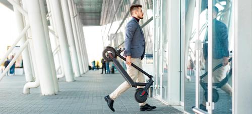 Consejos de Zurich Klinc para viajar en avión con tu patinete eléctrico.