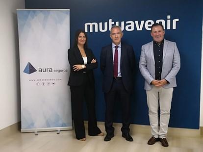 El acuerdo entre Mutuavenir y Aura seguros permitirá a ambas organizaciones la distribución de seguros de decesos en la comunidad de Navarra, Euskadi y La Rioja.