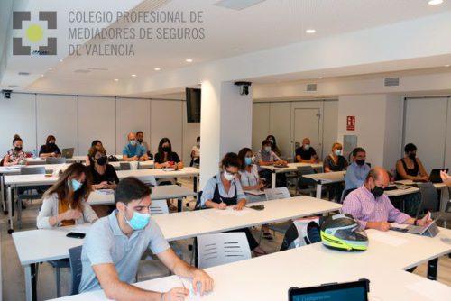 WhatsApp Business se revela como una útil herramienta comercial a los colegiados de Valencia.