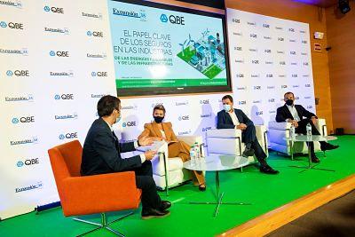 QBE analiza el papel de las aseguradoras en las industrias de las energías renovables y de las infraestructuras.