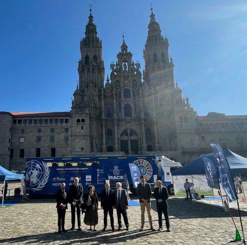 Santalucía, el RACE y la ONU presentan la campaña de seguridad vial 'Juntos, el camino más seguro'.